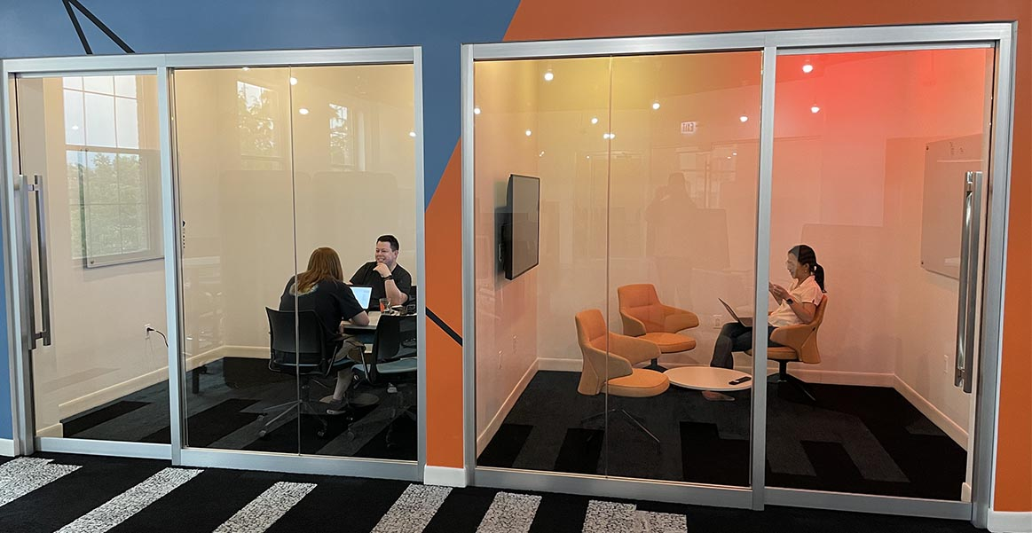 Huddle rooms for small meetings